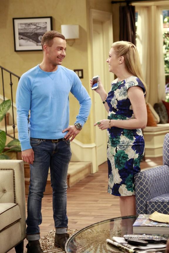 Melissa And Joey - Season 3 Episode 29: Born to Run