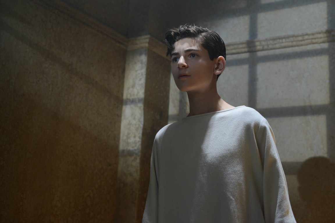 Gotham - Season 2 Episode 11: Rise of the Villains: Worse Than A Crime