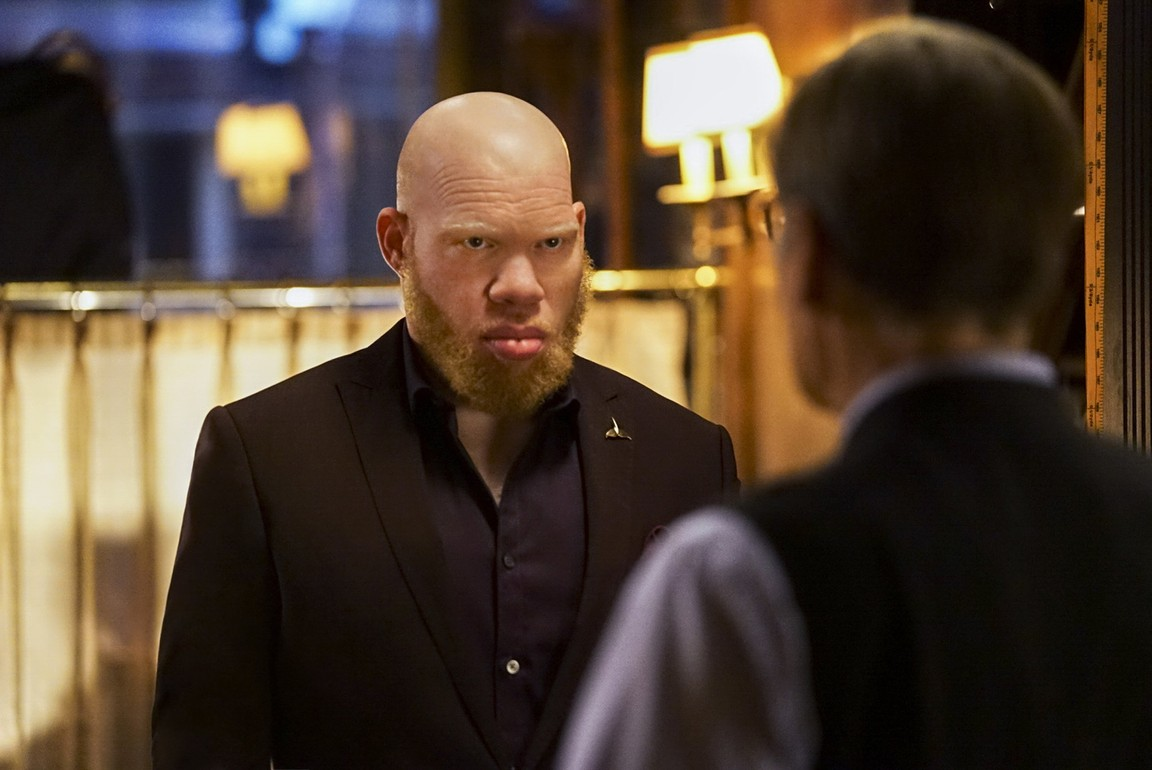 Black Lightning - Season 1 Episode 06: Three Sevens: The Book of Thunder