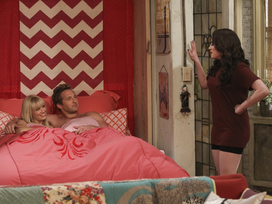2 Broke Girls - Season 2 Episode 21: And the Worst Selfie Ever