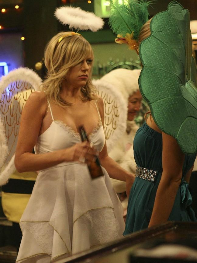 Its Always Sunny in Philadelphia - Season 6 Episode 07: Who Got Dee Pregnant