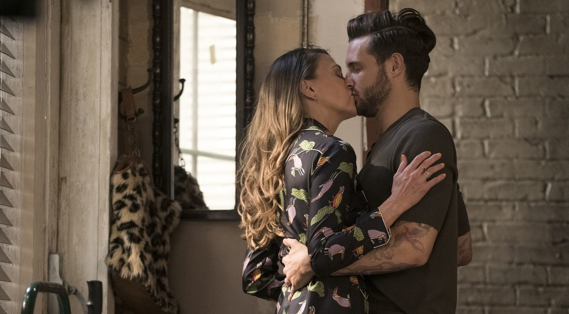 Younger - Season 3 Episode 01: A Kiss is Just A Kiss