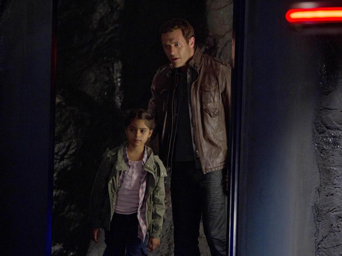 Terra Nova - Season 1 Episode 7: Nightfall