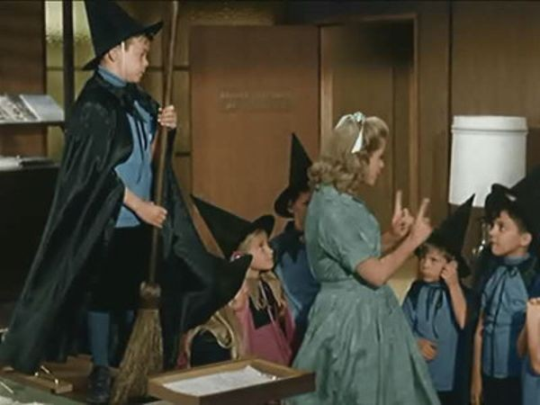 Bewitched - Season 1 Episode 12: And Something Makes Three