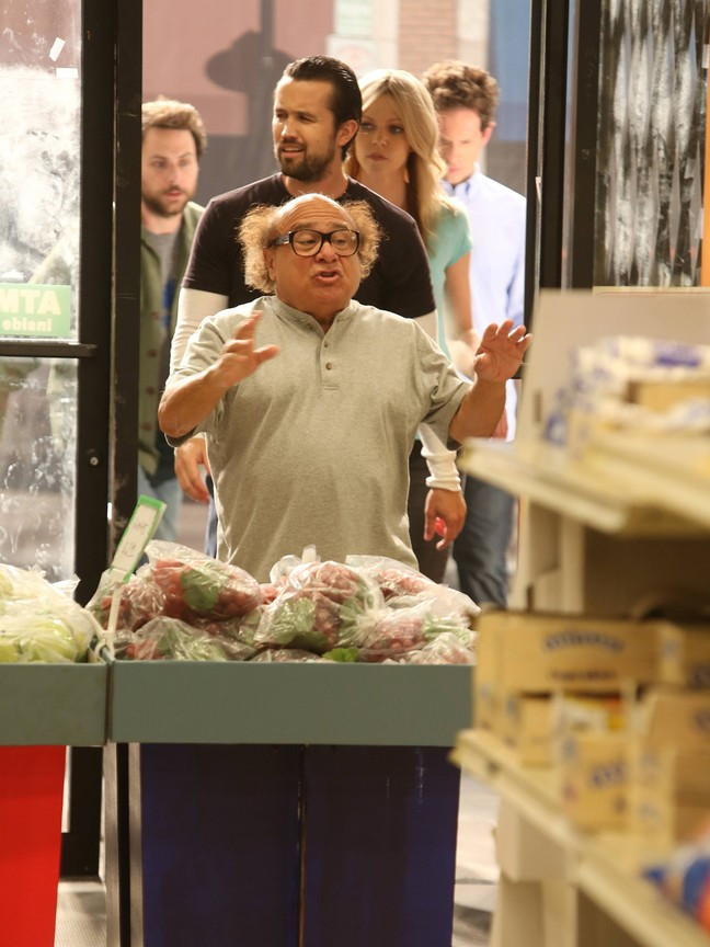 Its Always Sunny In Philadelphia - Season 9 Episode 06:The Gang Saves the Day