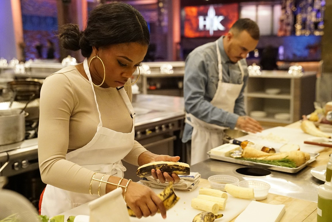 Hell's Kitchen - Season 18 Episode 01: Rookies vs. Veterans