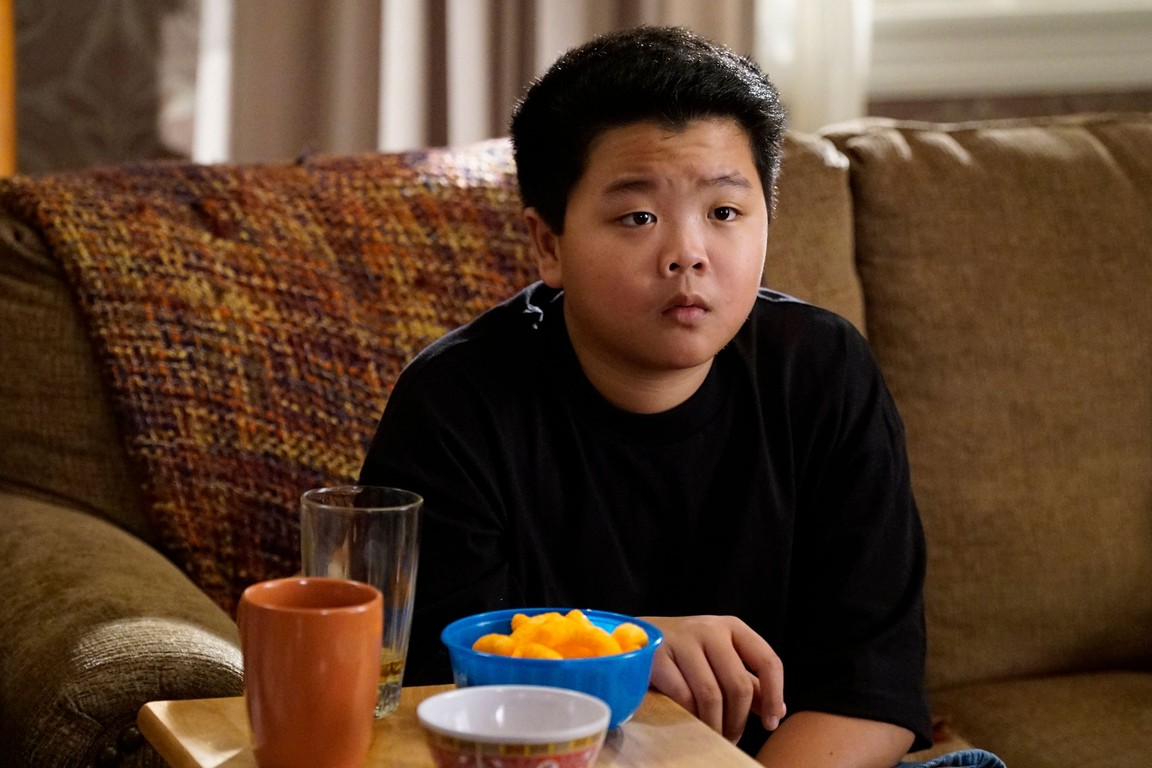 Fresh Off the Boat - Season 3 Episode 14: The Gloves Are Off