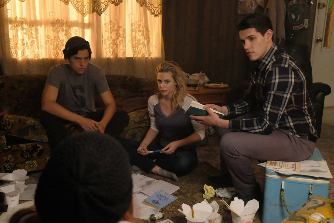 Riverdale - Season 2 Episode 04: Chapter Seventeen: The Town That Dreaded Sundown