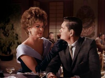 Bewitched - Season 1 Episode 33: A Change of Face