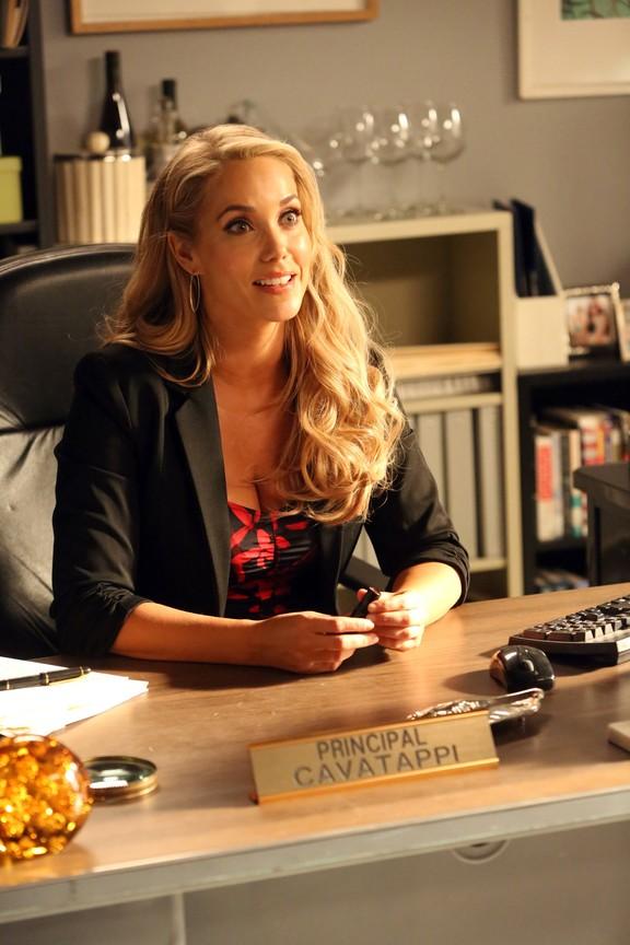 New Girl - Season 5 Episode 11: The Apartment