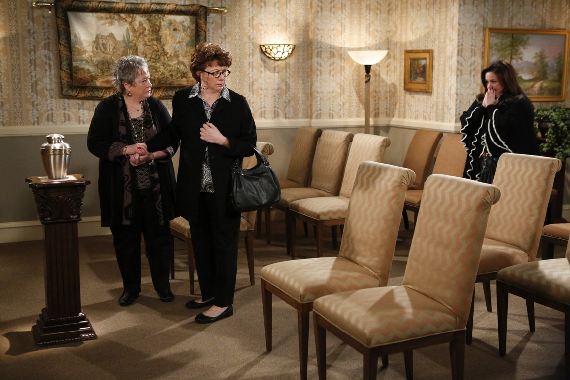 Mike & Molly - Season 4 Episode 15: Three Girls and an Urn