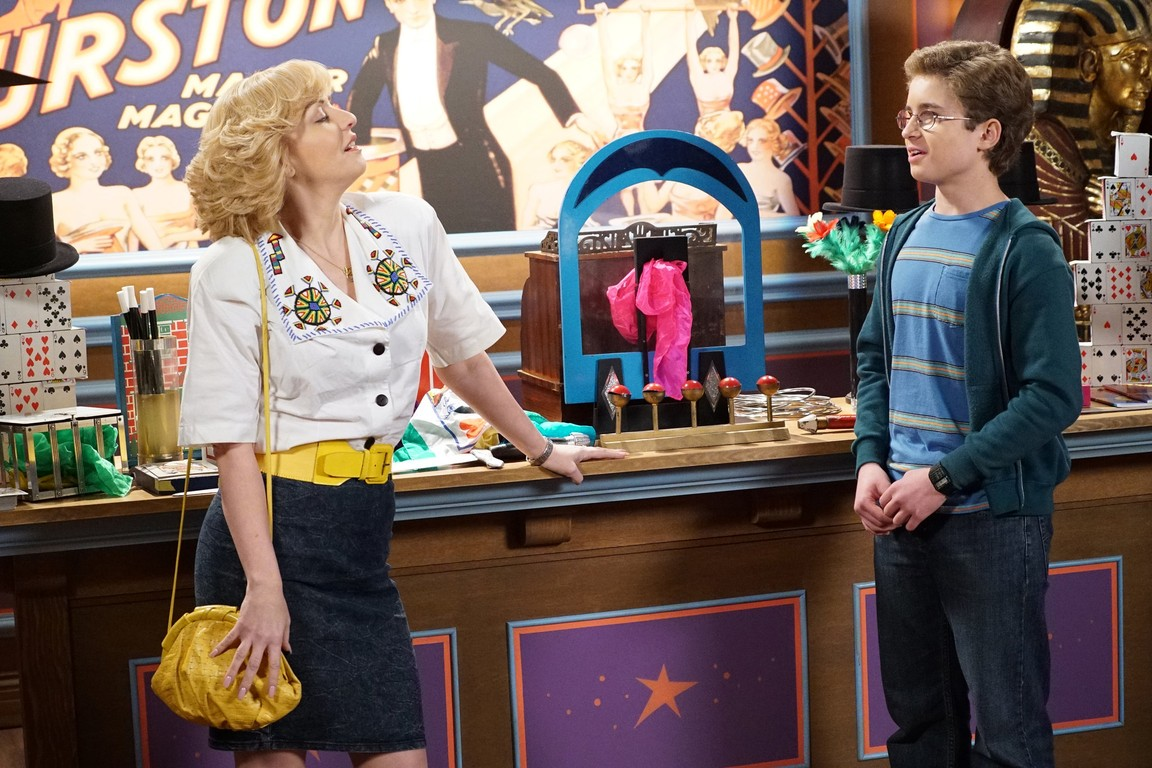 The Goldbergs - Season 3 Episode 18: 12 Tapes for a Penny