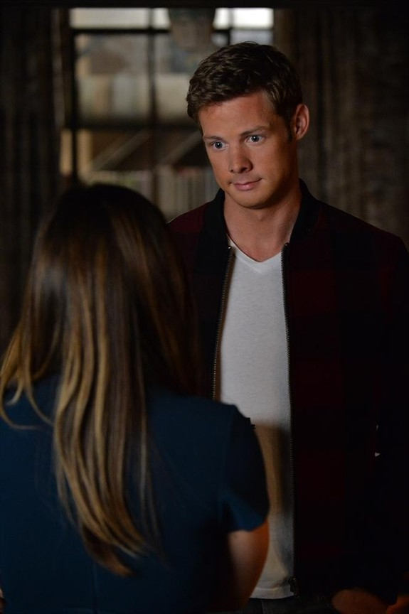 Pretty Little Liars - Season 5 Episode 23: The Melody Lingers On