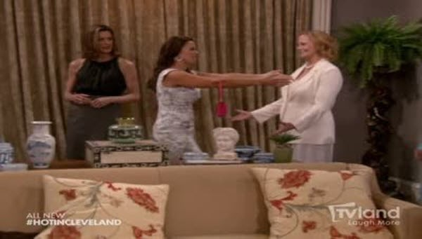 Hot in Cleveland - Season 3 Episode 24: Blow Outs