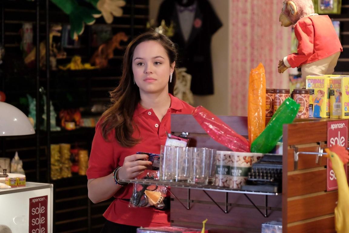 The Goldbergs - Season 4 Episode 14: The Spencer's Gift