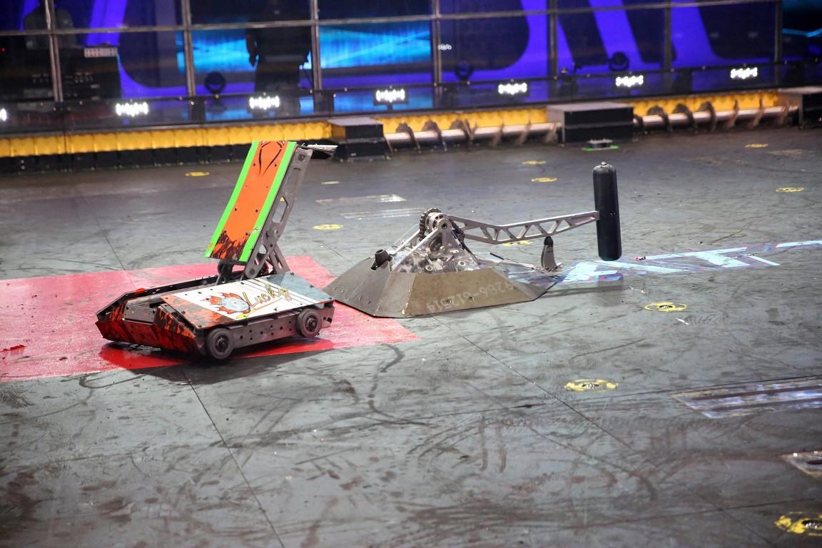 BattleBots - Season 2 Episode 01: Robots Activate: The Qualifying Round Begins